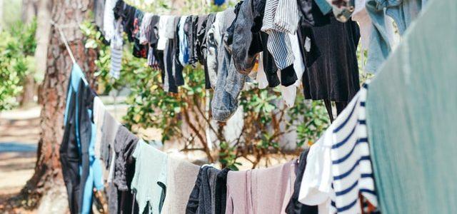 Waslijn vol kleding
